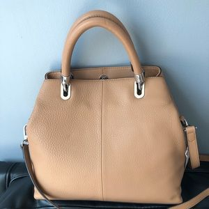 90d10adb2 Vince Camuto Bags - 🌟New Authentic Vince Camuto Elva small satchel🌟
